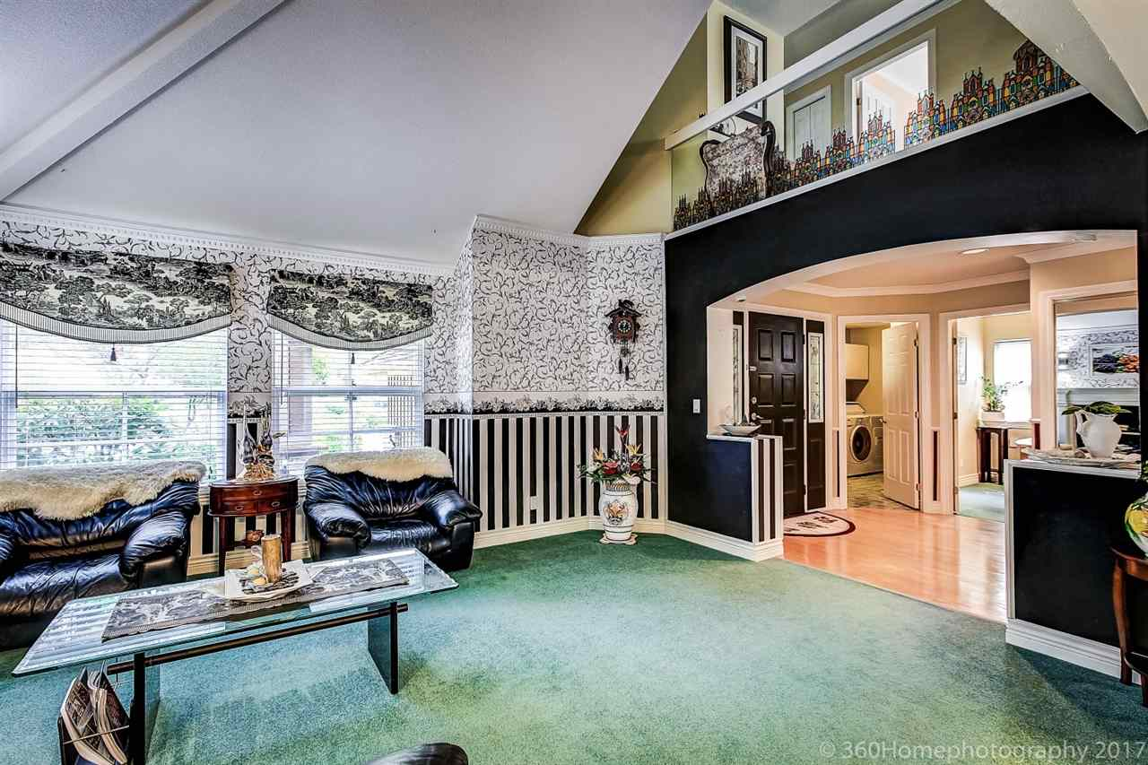 Detached at 15381 SEQUOIA DRIVE, Surrey, British Columbia. Image 2