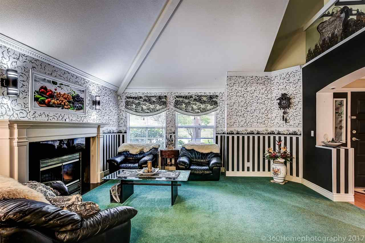 Detached at 15381 SEQUOIA DRIVE, Surrey, British Columbia. Image 3