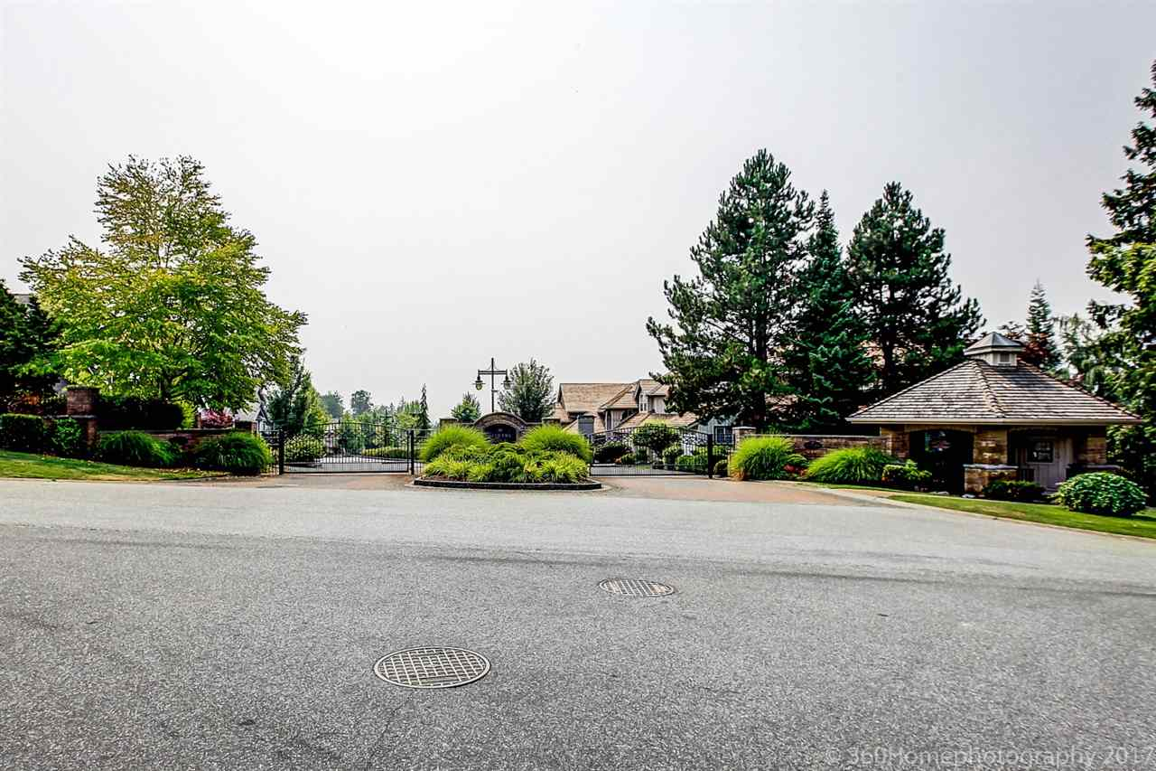 Detached at 15381 SEQUOIA DRIVE, Surrey, British Columbia. Image 20