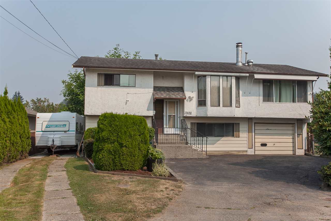 Detached at 9690 HILLIER STREET, Chilliwack, British Columbia. Image 1