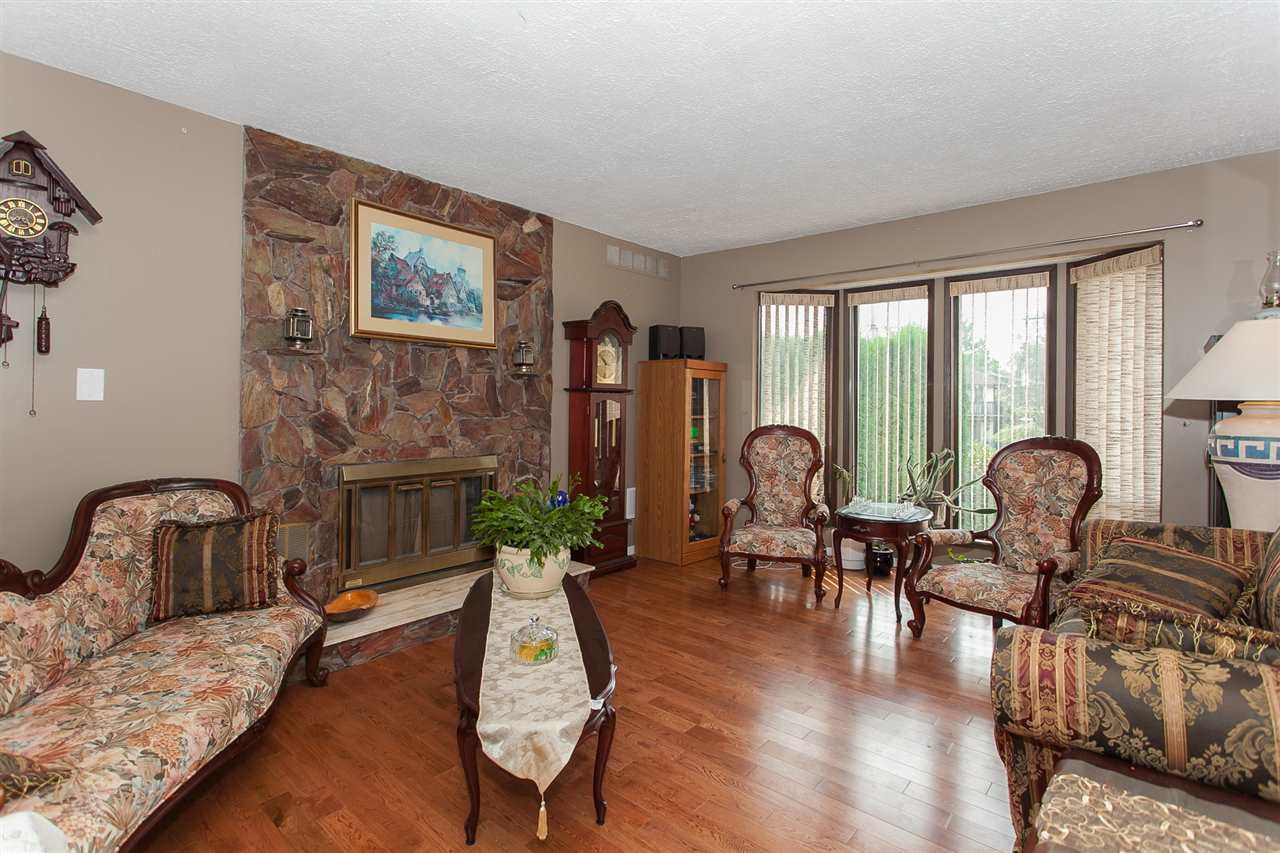 Detached at 9690 HILLIER STREET, Chilliwack, British Columbia. Image 2