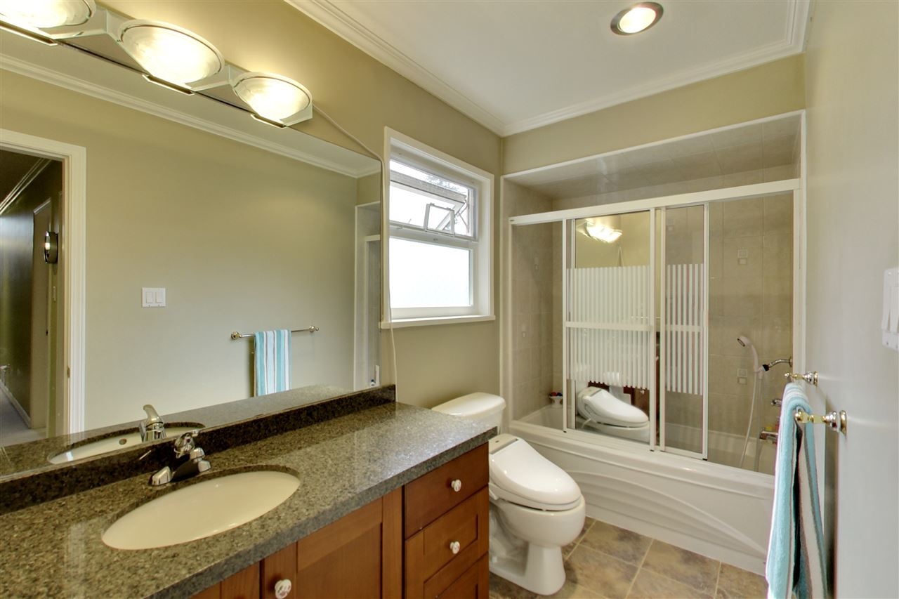 Detached at 11441 COMMONWEALTH CRESCENT, N. Delta, British Columbia. Image 17