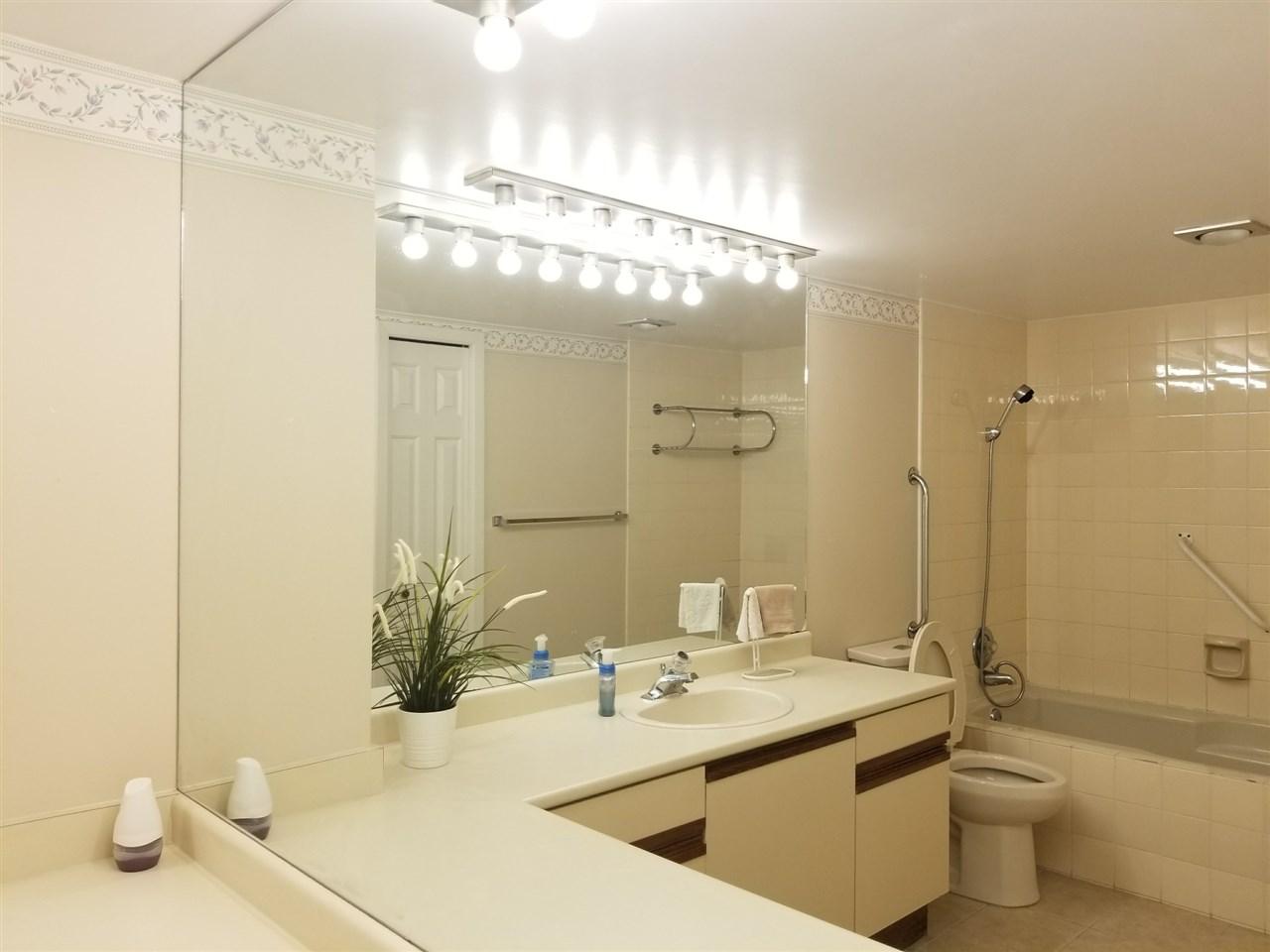 Condo Apartment at 1211 6631 MINORU BOULEVARD, Unit 1211, Richmond, British Columbia. Image 12