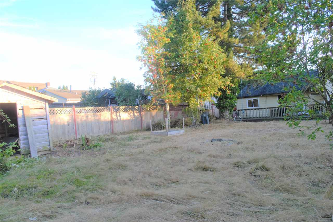 Detached at 13475 HILTON ROAD, North Surrey, British Columbia. Image 9