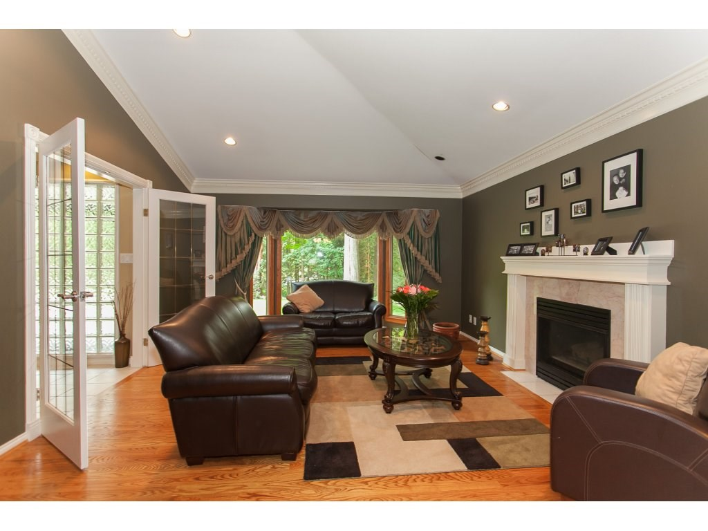Detached at 24286 63 AVENUE, Langley, British Columbia. Image 3