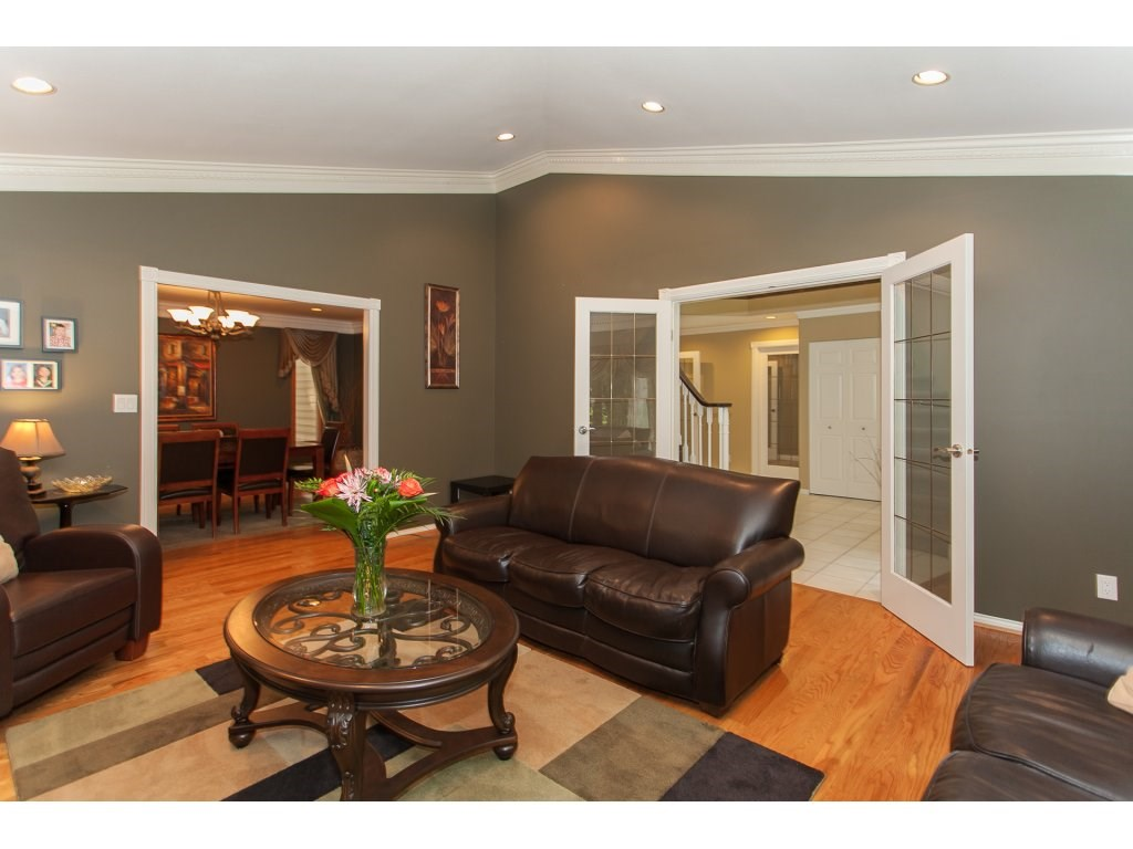 Detached at 24286 63 AVENUE, Langley, British Columbia. Image 4