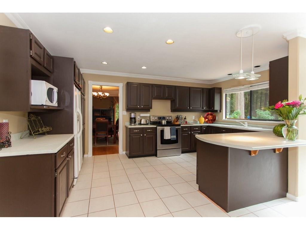 Detached at 24286 63 AVENUE, Langley, British Columbia. Image 6