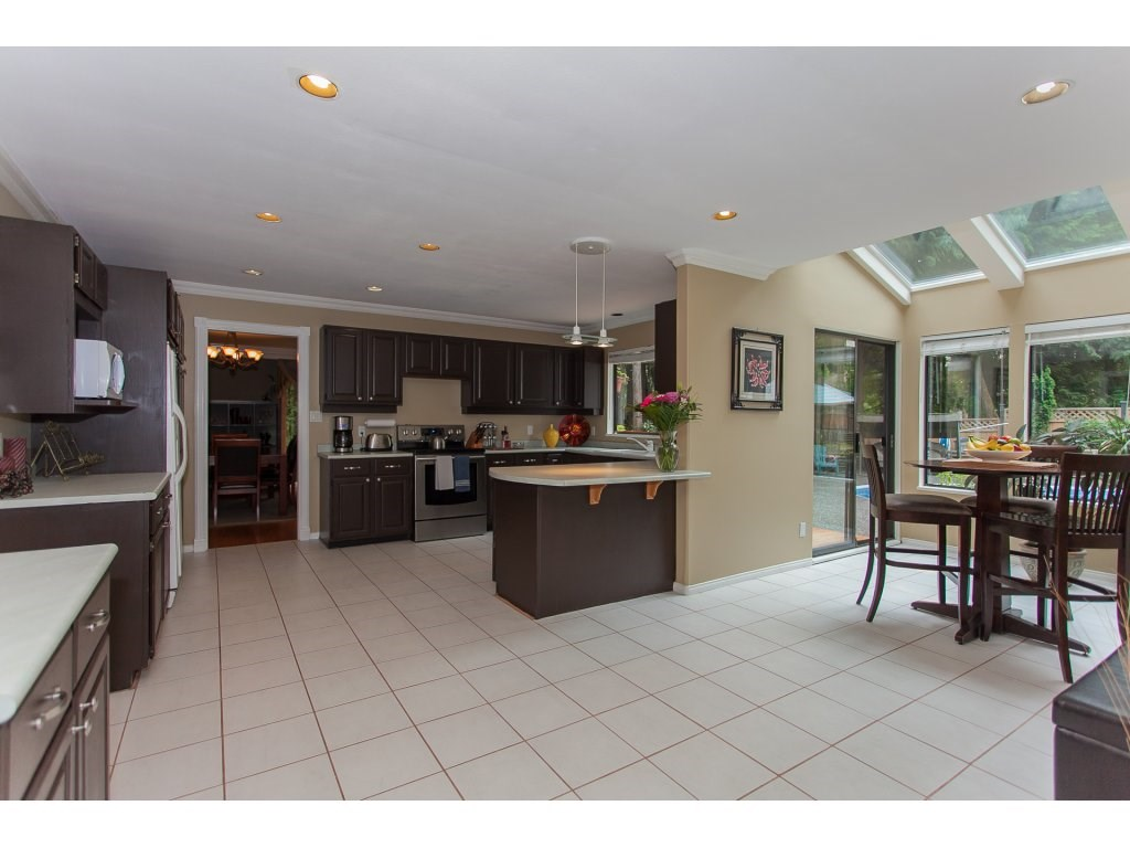 Detached at 24286 63 AVENUE, Langley, British Columbia. Image 8