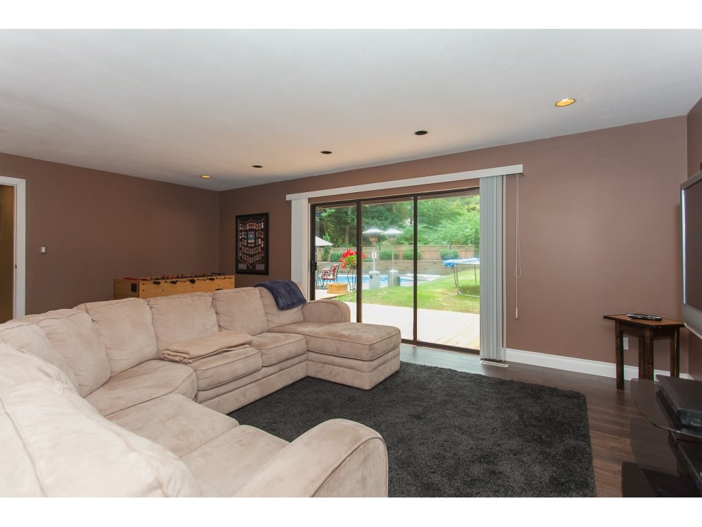 Detached at 24286 63 AVENUE, Langley, British Columbia. Image 12