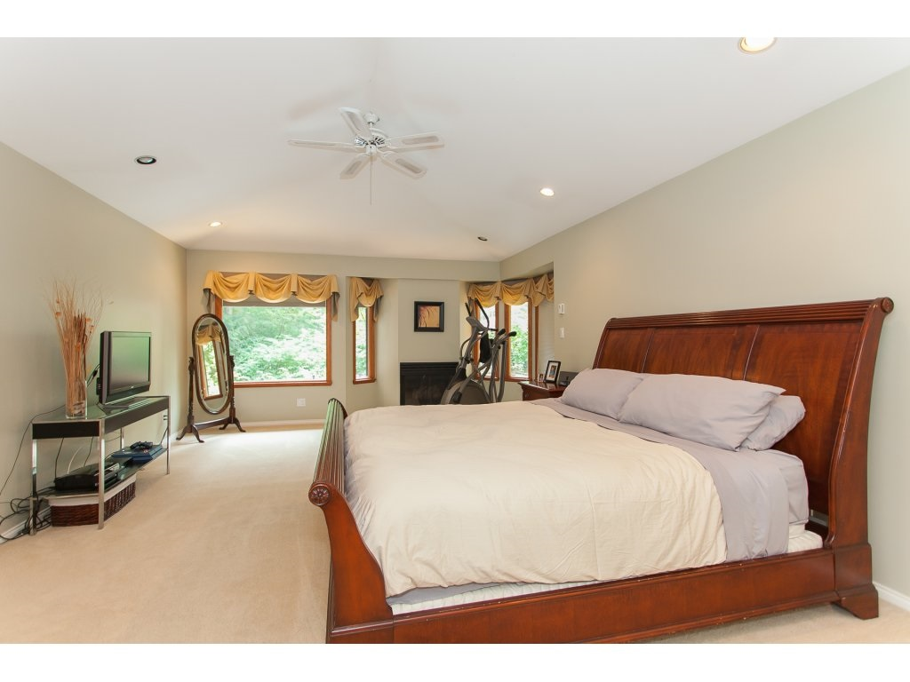 Detached at 24286 63 AVENUE, Langley, British Columbia. Image 14