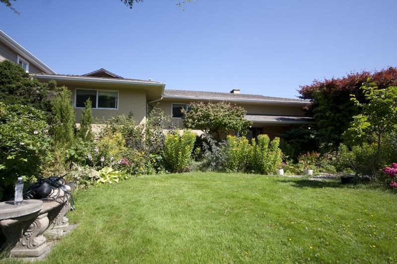 Detached at 6891 BURNS STREET, Burnaby South, British Columbia. Image 2
