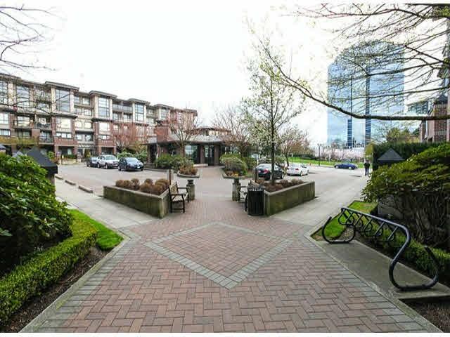 Condo Apartment at 120 10866 CITY PARKWAY, Unit 120, North Surrey, British Columbia. Image 4