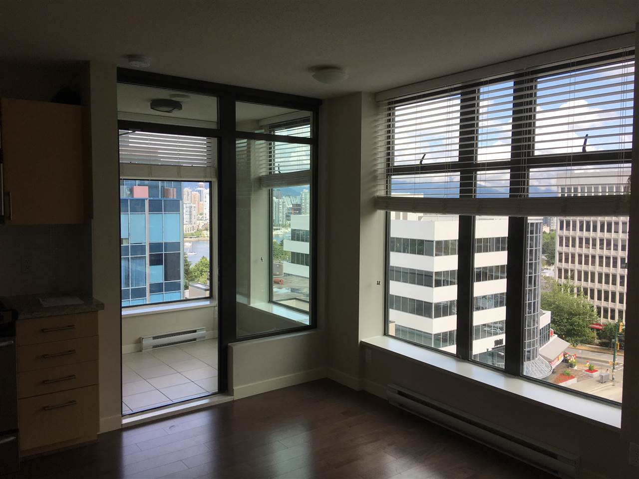 Condo Apartment at 1009 1068 W BROADWAY, Unit 1009, Vancouver West, British Columbia. Image 2