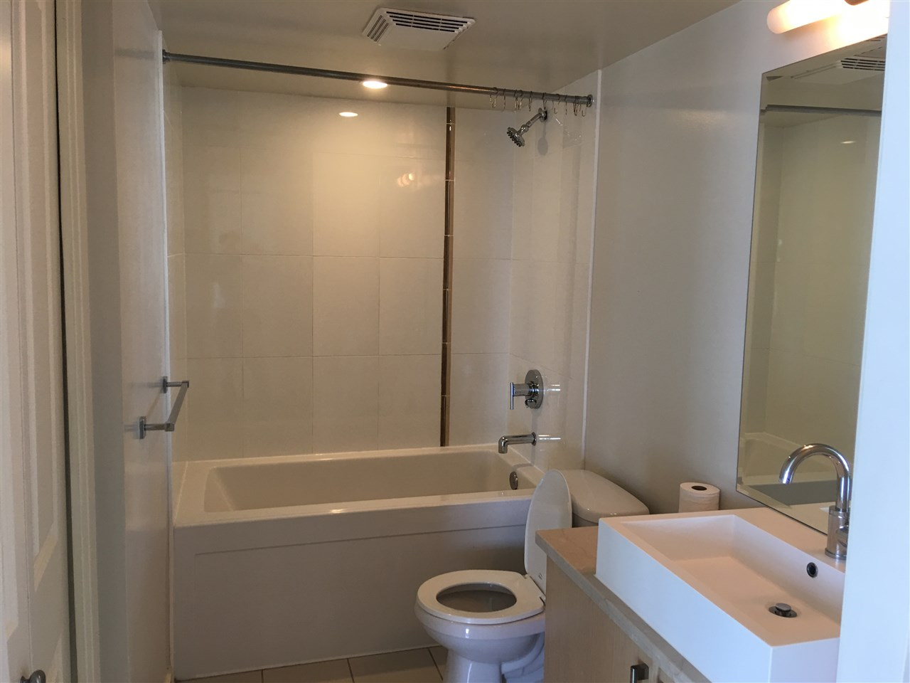 Condo Apartment at 1009 1068 W BROADWAY, Unit 1009, Vancouver West, British Columbia. Image 3