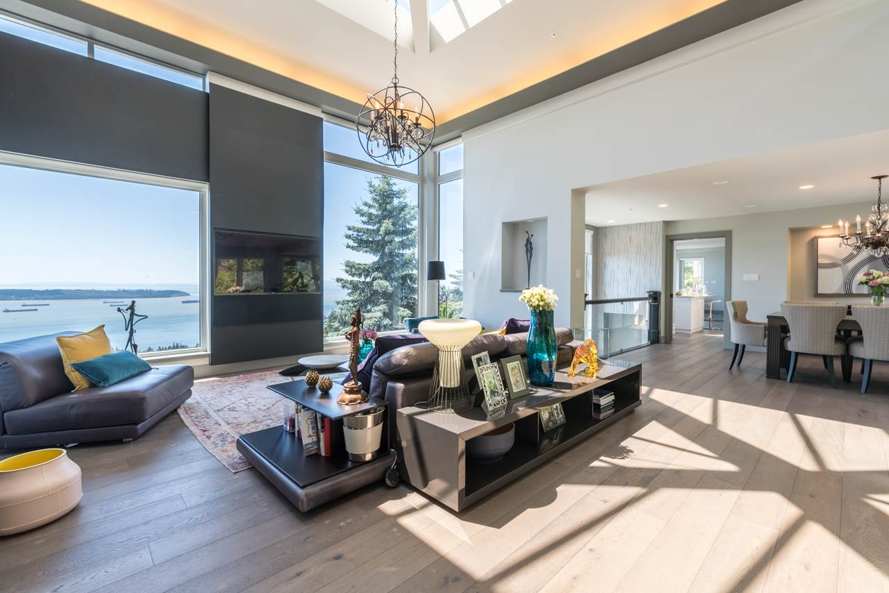 Detached at 2646 CHIPPENDALE ROAD, West Vancouver, British Columbia. Image 4