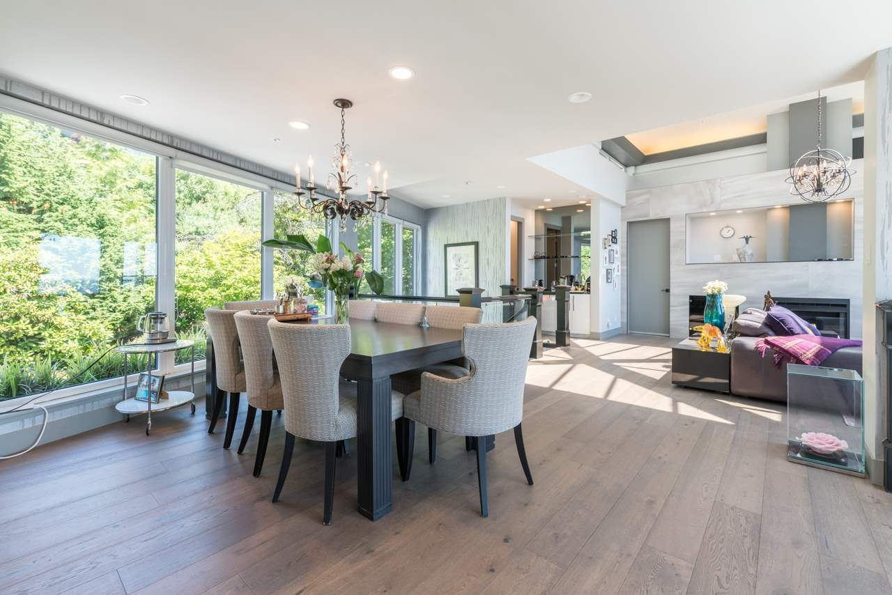 Detached at 2646 CHIPPENDALE ROAD, West Vancouver, British Columbia. Image 5