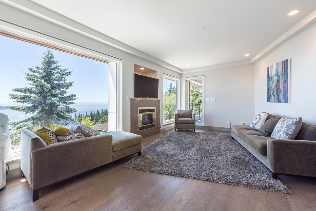 Detached at 2646 CHIPPENDALE ROAD, West Vancouver, British Columbia. Image 6