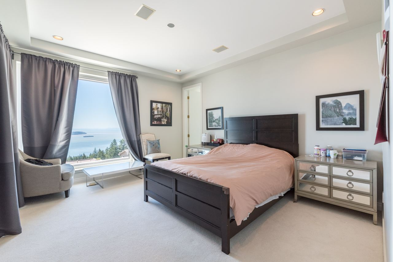 Detached at 2646 CHIPPENDALE ROAD, West Vancouver, British Columbia. Image 14