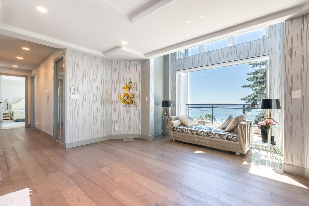 Detached at 2646 CHIPPENDALE ROAD, West Vancouver, British Columbia. Image 15