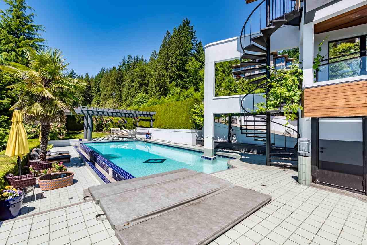 Detached at 2646 CHIPPENDALE ROAD, West Vancouver, British Columbia. Image 18