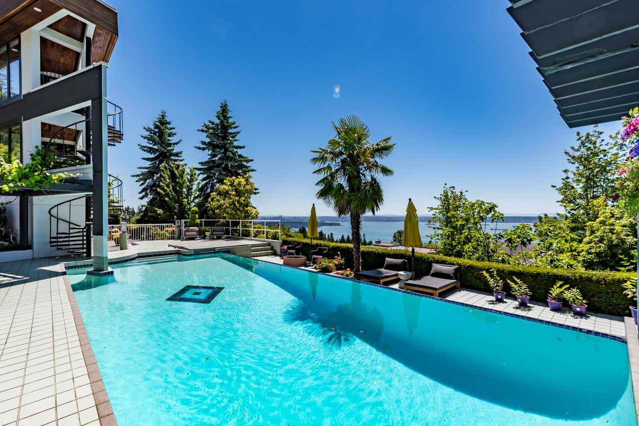 Detached at 2646 CHIPPENDALE ROAD, West Vancouver, British Columbia. Image 19