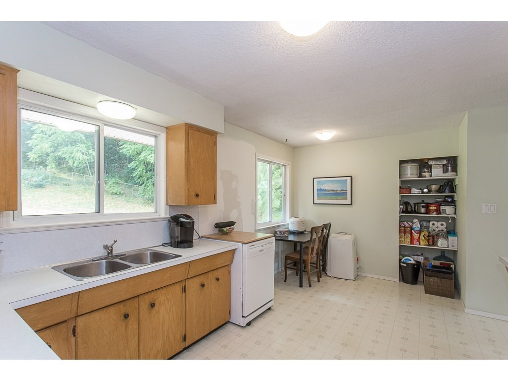 Detached at 34476 PENNER AVENUE, Mission, British Columbia. Image 5