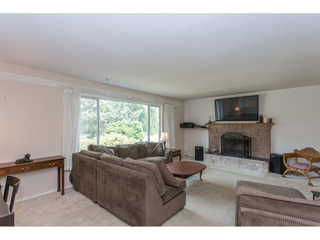 Detached at 34476 PENNER AVENUE, Mission, British Columbia. Image 7