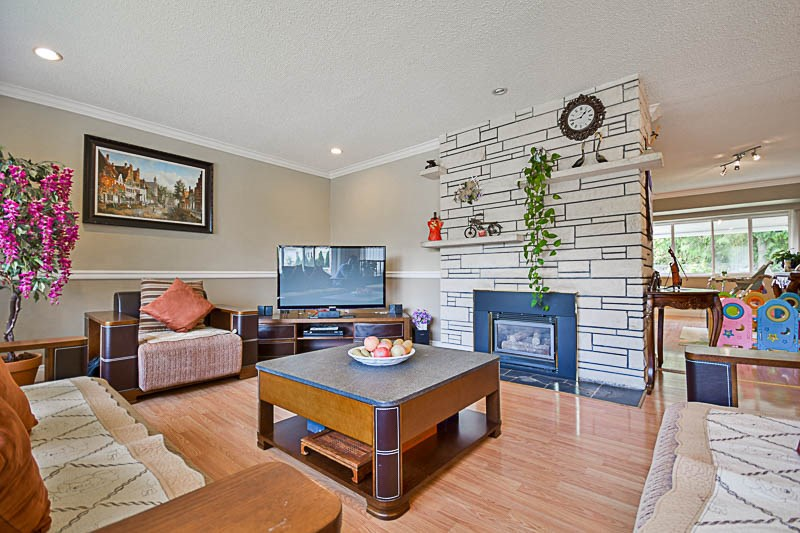 Detached at 7249 MCKAY AVENUE, Burnaby South, British Columbia. Image 3