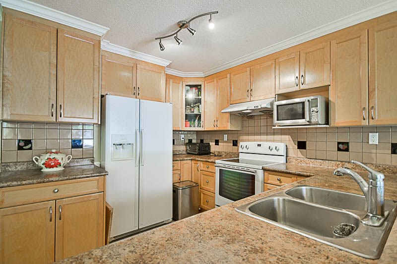 Detached at 7249 MCKAY AVENUE, Burnaby South, British Columbia. Image 7