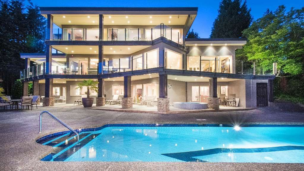 Detached at 642 SOUTHBOROUGH DRIVE, West Vancouver, British Columbia. Image 1