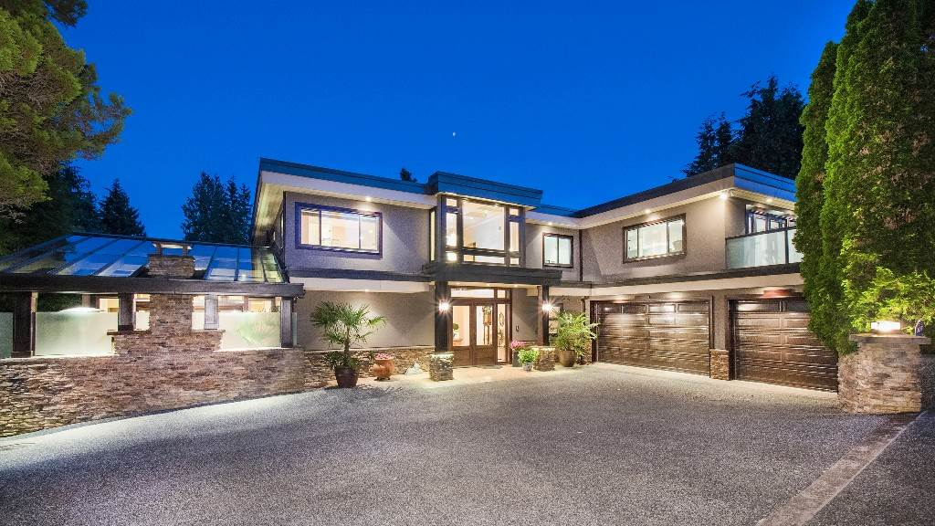 Detached at 642 SOUTHBOROUGH DRIVE, West Vancouver, British Columbia. Image 2
