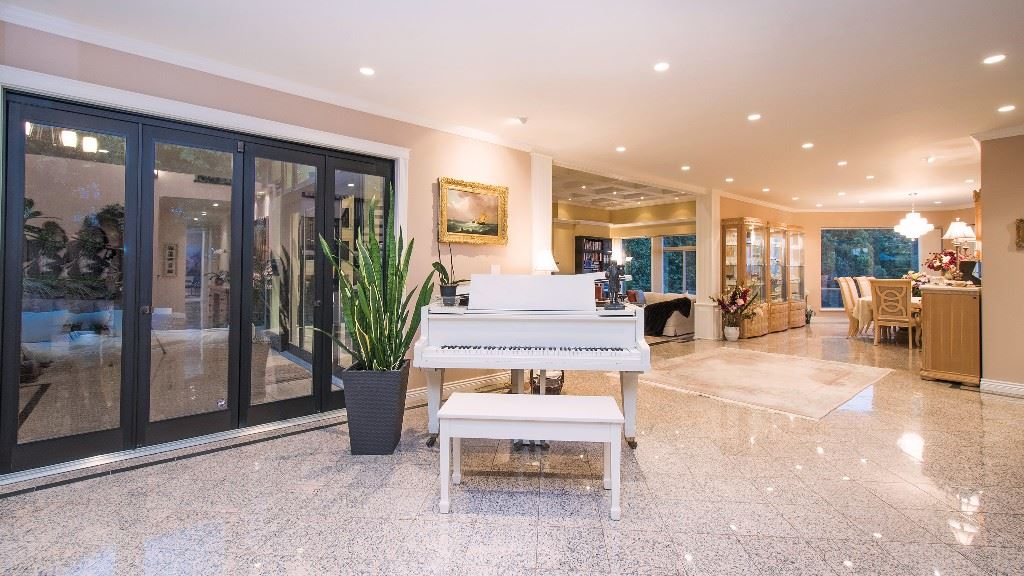 Detached at 642 SOUTHBOROUGH DRIVE, West Vancouver, British Columbia. Image 3