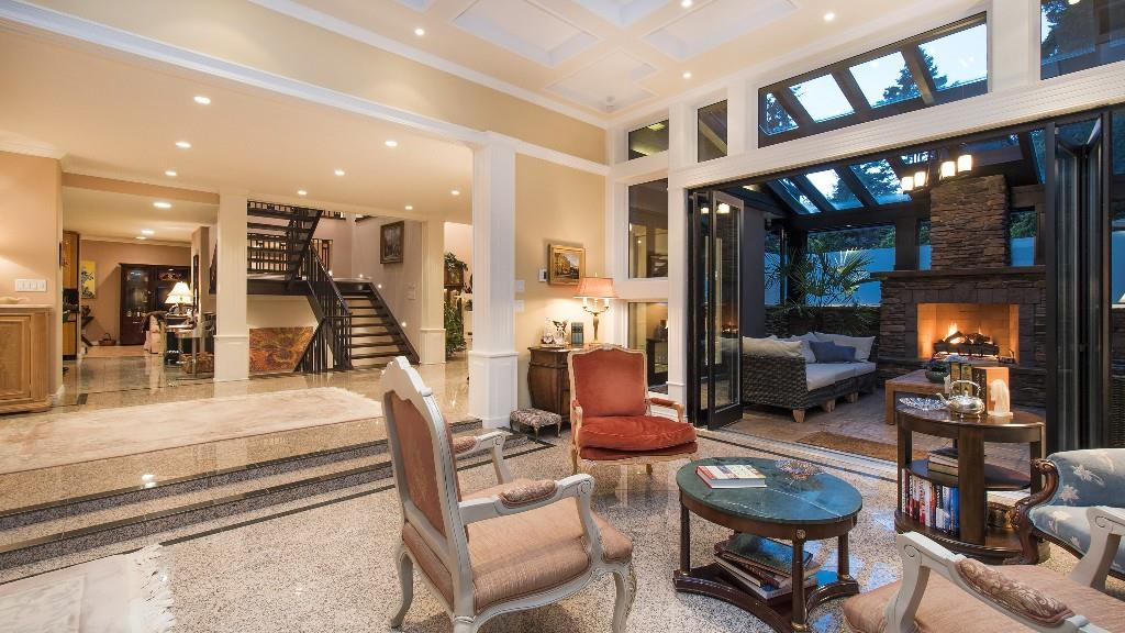 Detached at 642 SOUTHBOROUGH DRIVE, West Vancouver, British Columbia. Image 4