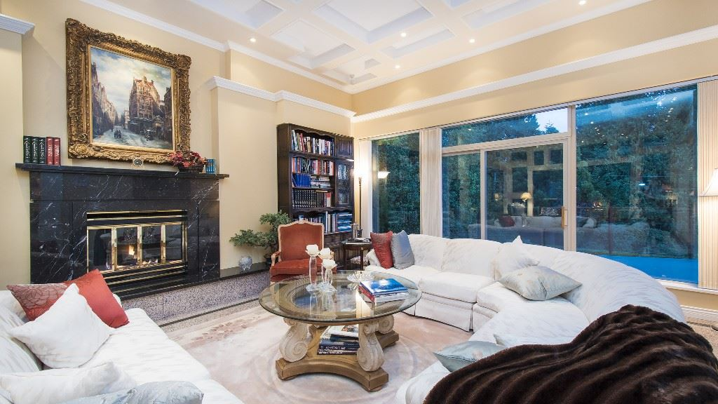 Detached at 642 SOUTHBOROUGH DRIVE, West Vancouver, British Columbia. Image 6