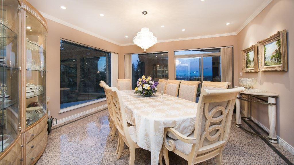 Detached at 642 SOUTHBOROUGH DRIVE, West Vancouver, British Columbia. Image 7