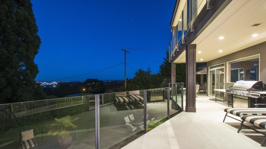 Detached at 642 SOUTHBOROUGH DRIVE, West Vancouver, British Columbia. Image 10