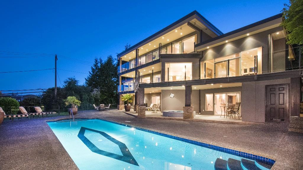 Detached at 642 SOUTHBOROUGH DRIVE, West Vancouver, British Columbia. Image 16