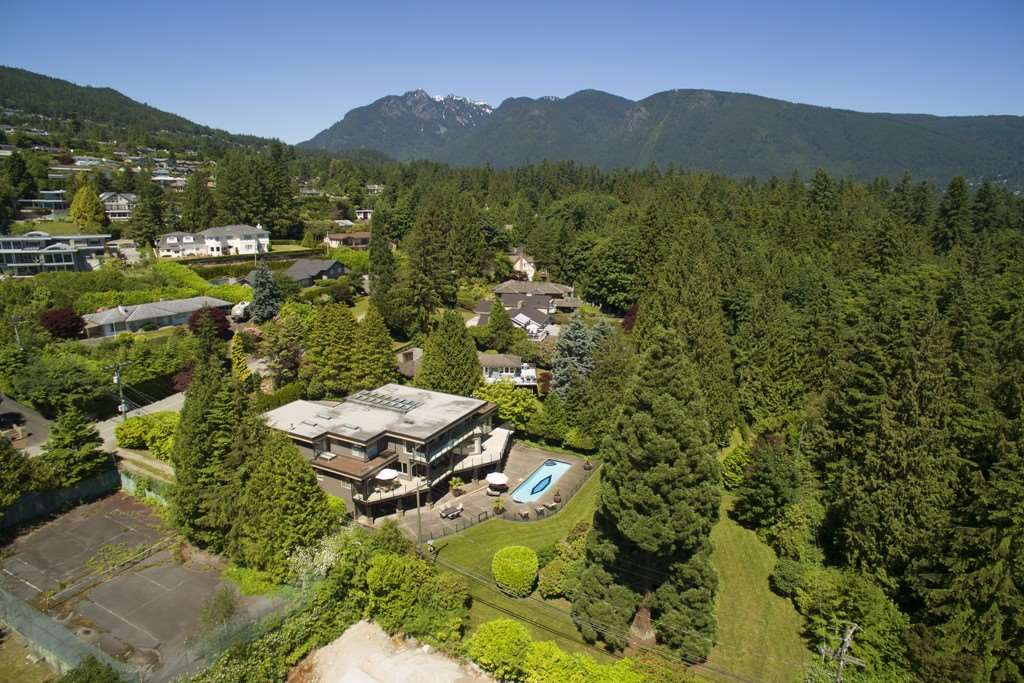 Detached at 642 SOUTHBOROUGH DRIVE, West Vancouver, British Columbia. Image 19