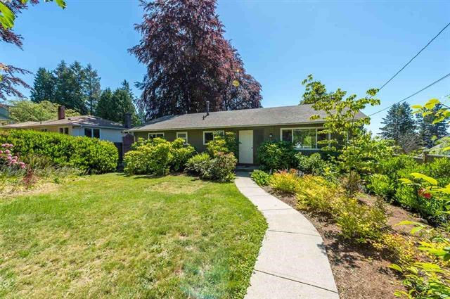 Detached at 245 E KINGS ROAD, North Vancouver, British Columbia. Image 2
