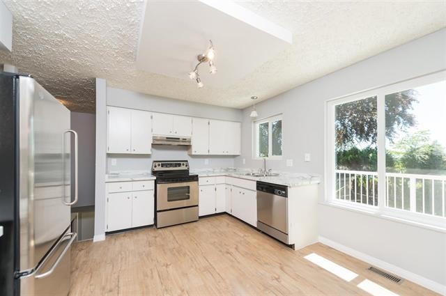 Detached at 245 E KINGS ROAD, North Vancouver, British Columbia. Image 5