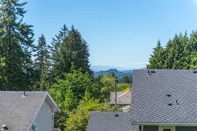 Detached at 245 E KINGS ROAD, North Vancouver, British Columbia. Image 16