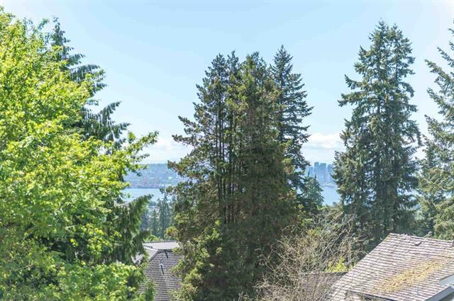 Detached at 245 E KINGS ROAD, North Vancouver, British Columbia. Image 17