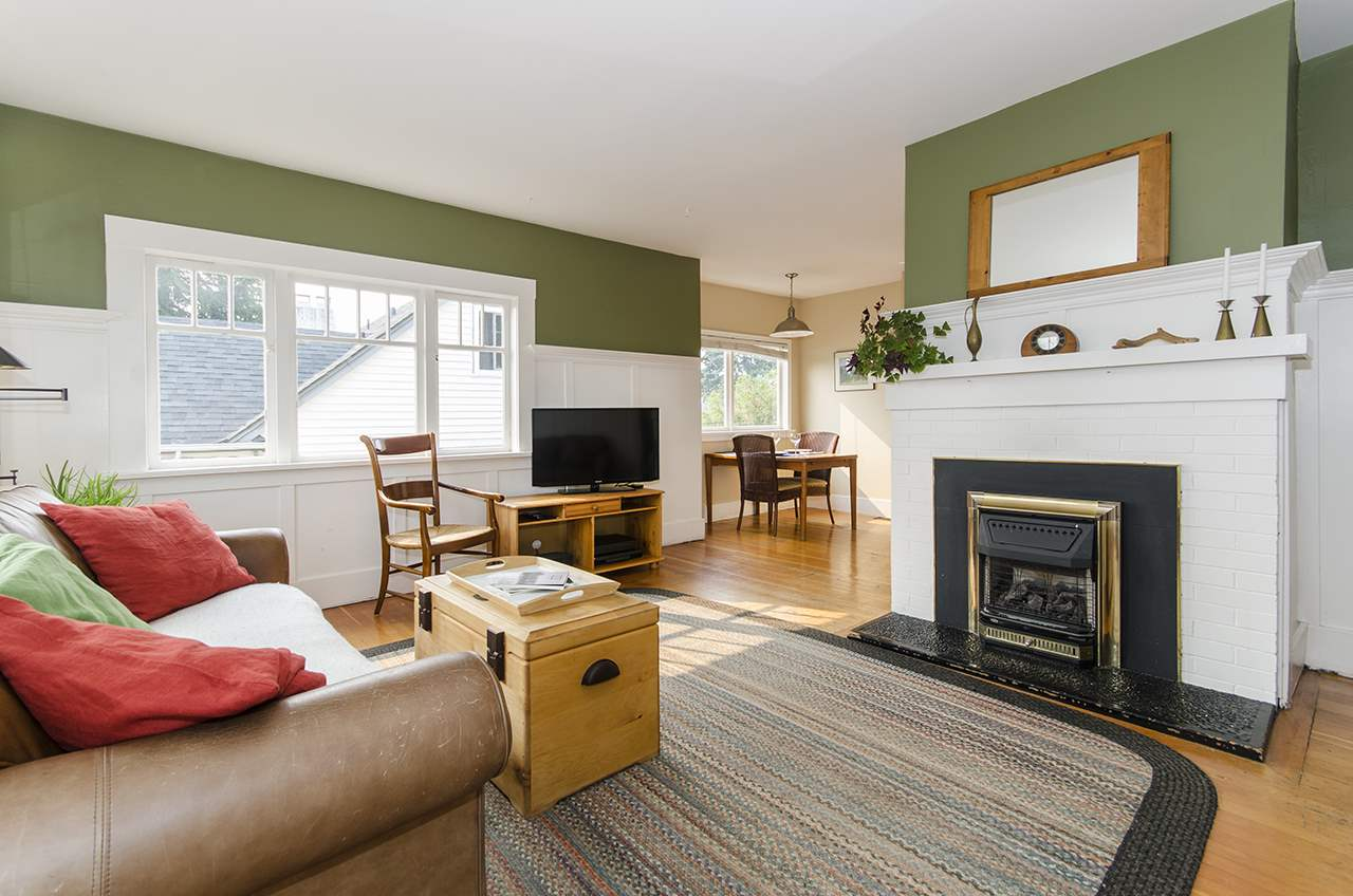 Detached at 328 W 25TH STREET, North Vancouver, British Columbia. Image 2