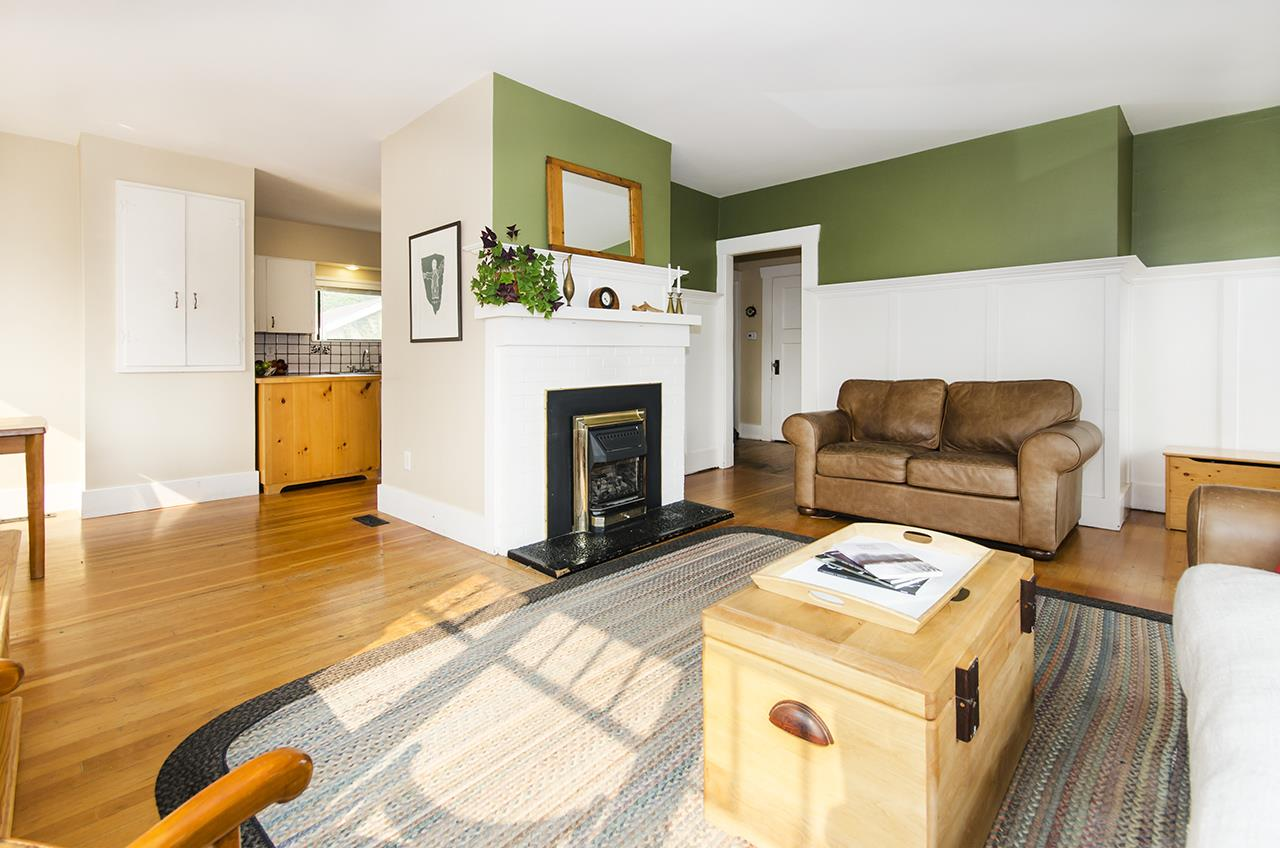 Detached at 328 W 25TH STREET, North Vancouver, British Columbia. Image 3