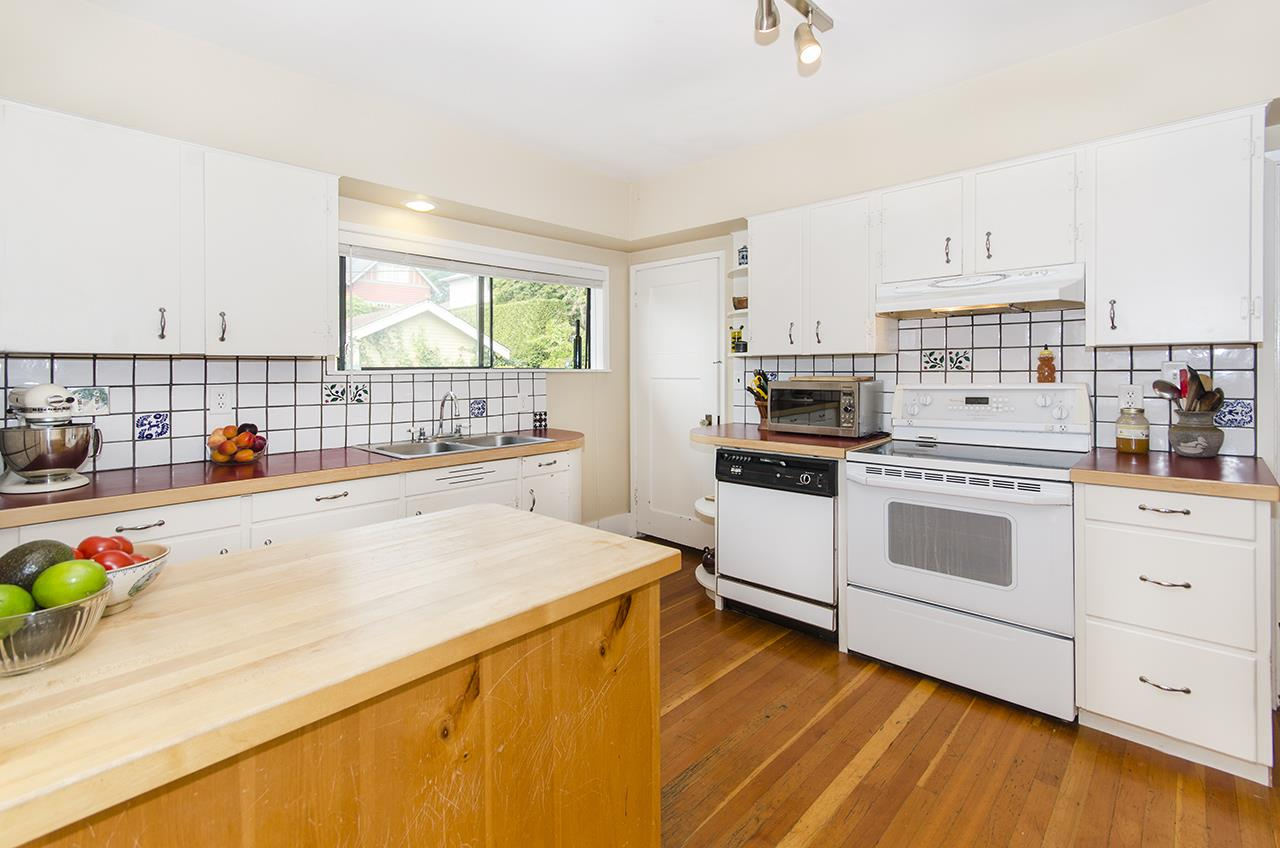 Detached at 328 W 25TH STREET, North Vancouver, British Columbia. Image 6