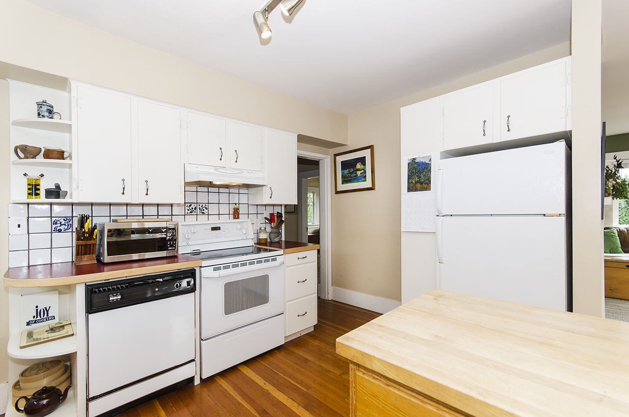 Detached at 328 W 25TH STREET, North Vancouver, British Columbia. Image 7