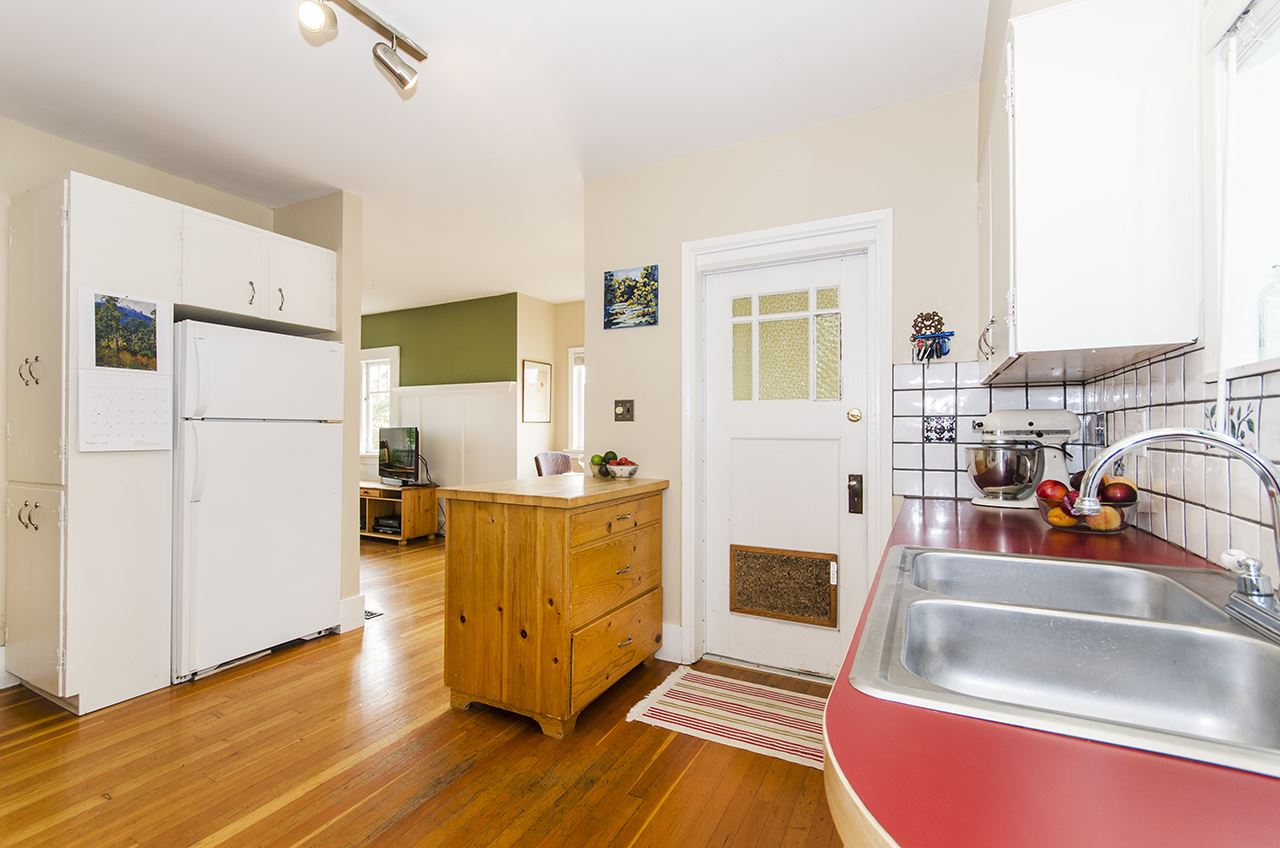 Detached at 328 W 25TH STREET, North Vancouver, British Columbia. Image 8