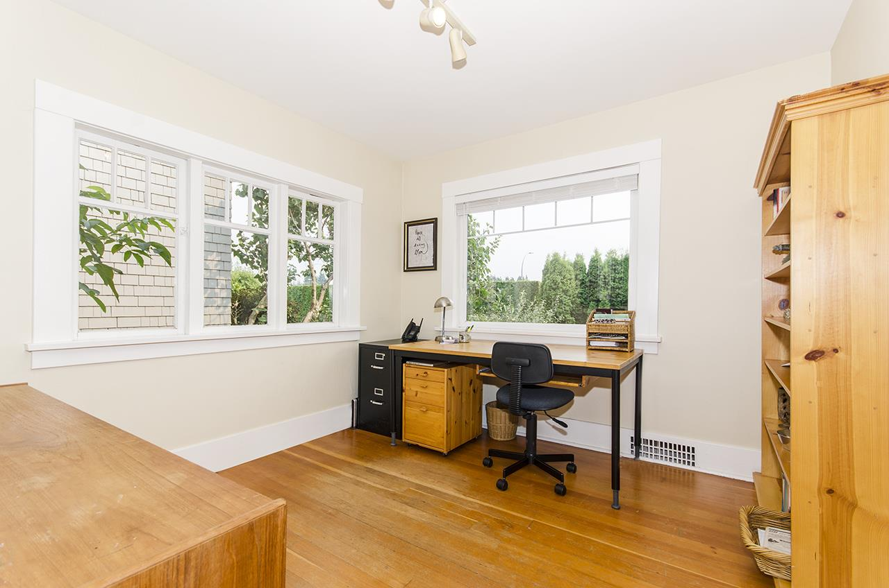 Detached at 328 W 25TH STREET, North Vancouver, British Columbia. Image 10