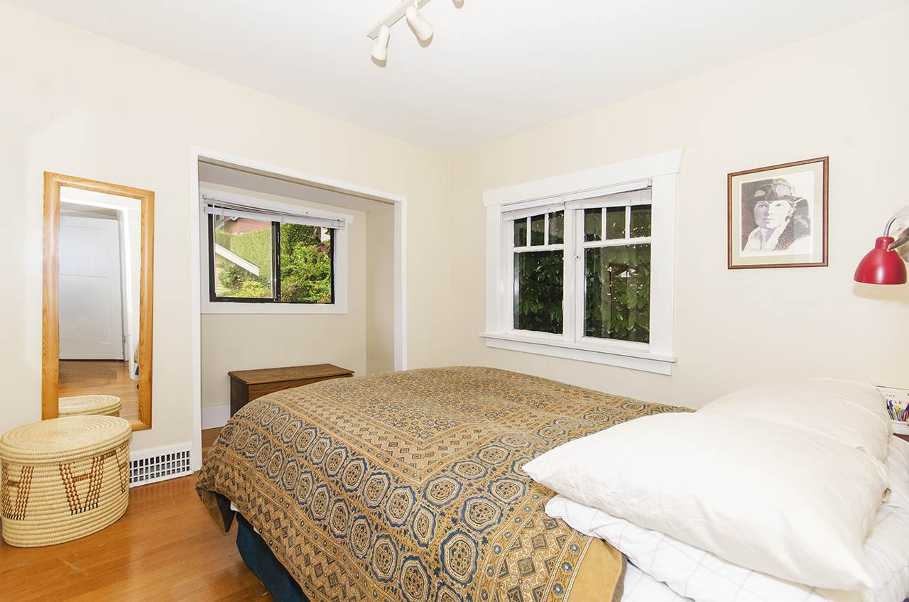 Detached at 328 W 25TH STREET, North Vancouver, British Columbia. Image 12