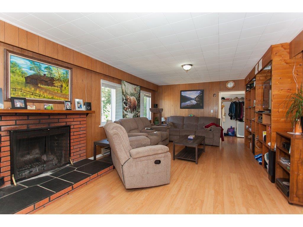 Detached at 8646 216 STREET, Langley, British Columbia. Image 4